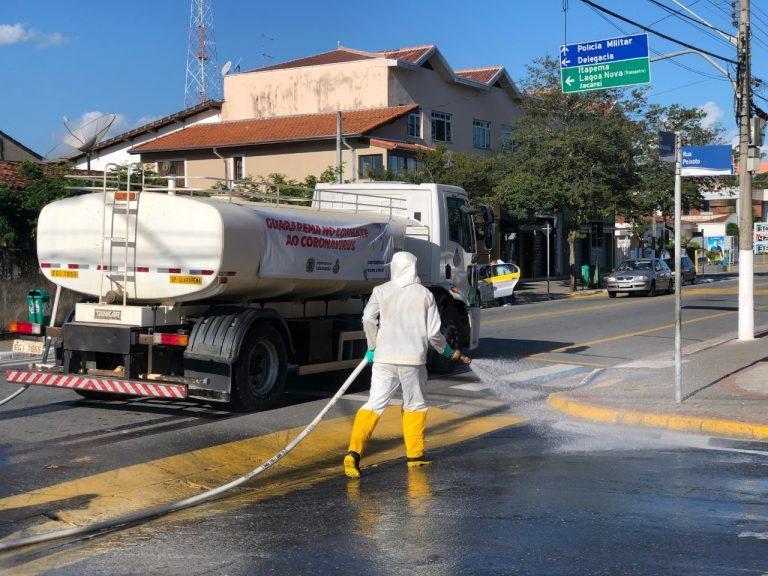 Setor de Limpeza realiza pulverização de espaços de circulação de pessoas